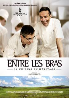 Filmplakat ENTRE LES BRAS -  3 Sterne. 2 Generationen. 1 Küche - franz. OmU