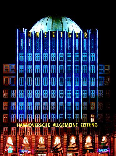Filmplakat HOCHHAUS vorrübergehend wegen Renovierung geschlossen